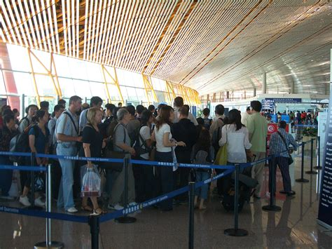 File:VM Beijing Airport - immigration lineup 4349